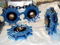 Segmented Rim Sprocket & Grooved Traction Wheel